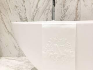 Chiado Apartment: Casas de banho modernas por IN PACTO