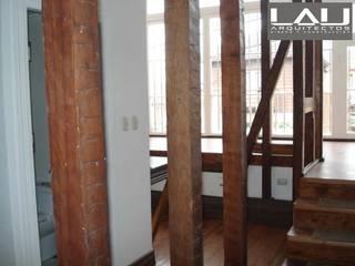 Pasillos, vestíbulos y escaleras de estilo minimalista de Lau Arquitectos Minimalista
