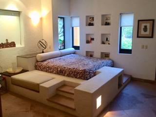 ECLIPSE ARQUITECTOS SA de cv Mediterranean style bedroom Sandstone White
