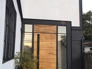 Acceso: Casas de estilo  por Estudio Mínimo Arquitectura y Construcción Ltda.