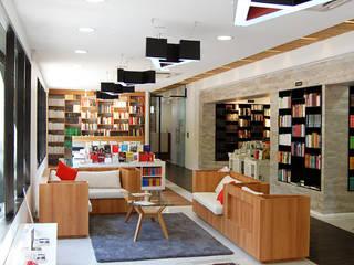 FCE: Librería Gonzalo Rojas + Oficinas: Oficinas y Comercios de estilo  por Estudio Mínimo Arquitectura y Construcción Ltda.