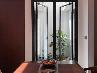 Modern Terrace by SAE Studio (PT. Shiva Ardhyanesha Estetika) Modern