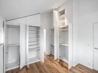 Closets  por Mannsperger Möbel + Raumdesign