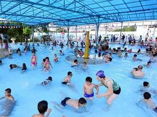Tư vấn thiết kế hồ bơi trẻ em:  de estilo  por GIATHINHPOOLVN