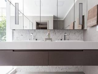 Suíte Master Luxuosa Banheiros modernos por Rabisco Arquitetura Moderno