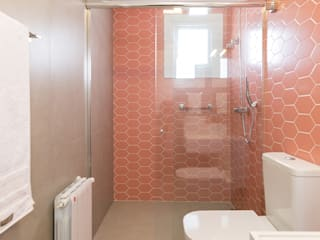 Rabisco Arquitetura Modern bathroom Tiles Pink