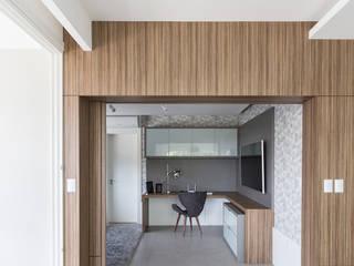 Rabisco Arquitetura Ruang Studi/Kantor Modern MDF Wood effect