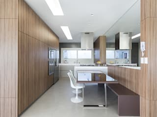 Kitchen by Rabisco Arquitetura, Modern