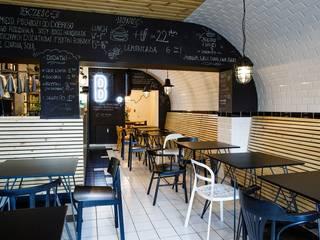 Burger bar BAHNHOF: styl , w kategorii Bary i kluby zaprojektowany przez Moble.