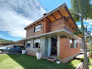 Residência Kratz - Blumenau / SC: Casas  por Raiz Arquitetônica