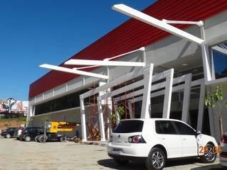 Show ROom Porto Design - Itajaí/SC: Corredores e halls de entrada  por Raiz Arquitetônica