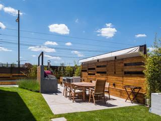 The Green Pool- Piscina Zen en Madrid: Jardines de invierno de estilo  de AGi architects