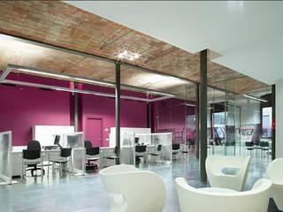 Lojas & Imóveis comerciais modernos por DosiCreatius Moderno