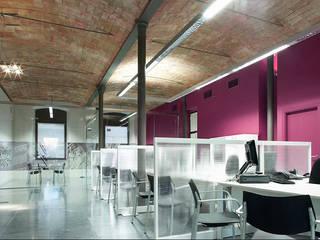 Locaux commerciaux & Magasin modernes par DosiCreatius Moderne