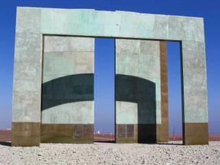 Frontis del Hito:  de estilo  por  Arquitectos Roman&Toledo