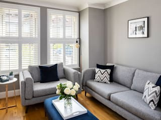 Could this be Twickenham's Most Stylish Home? Nowoczesny salon od Plantation Shutters Ltd Nowoczesny