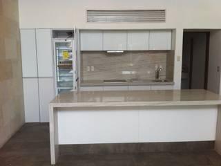 COCINA VETRA ORIGINALE CUCINE E ARMADI Cocinas minimalistas Vidrio Blanco