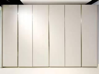 Studio Cicconi Ruang Ganti Modern MDF Beige