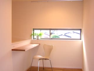 One On One 小さな住宅 アース・アーキテクツ一級建築士事務所 モダンデザインの 書斎 無垢材 白色