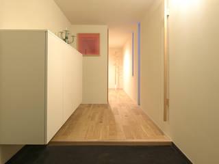 Moderner Flur, Diele & Treppenhaus von NASU CLUB Modern