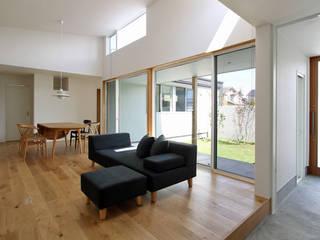 福久の家: 福田康紀建築計画が手掛けたリビングです。