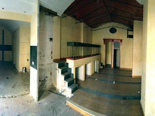 Showroom Materassi ANTUORI:  in stile industriale di Farre+Stevenson Architettura, Industrial