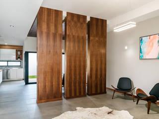 RESIDENCIA CSF-6906: Salas de estilo moderno por Villalobos Image Maker