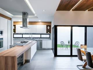 RESIDENCIA CSF-6906: Cocinas de estilo moderno por Villalobos Image Maker