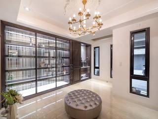Pasillos, vestíbulos y escaleras clásicas de 沐築空間設計 Clásico