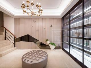 造型立面亦是隔間牆面:  走廊 & 玄關 by 沐築空間設計