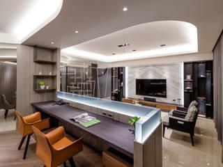 開放式的書房與客廳串連:  客廳 by 沐築空間設計