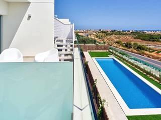 Apartamentos en La Dehesa Balcones y terrazas de estilo moderno de 2J Arquitectura Moderno