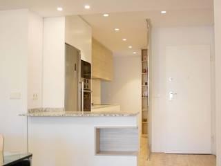 Casa Ronda Norte Pasillos, vestíbulos y escaleras de estilo moderno de 2J Arquitectura Moderno