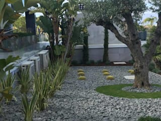 Minimalistyczne domy od ECOSSISTEMAS; Áreas Verdes e Sistemas de Rega. Minimalistyczny