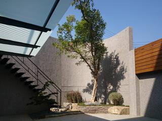 建築設計 神岡 SL House:  石頭庭院 by 黃耀德建築師事務所  Adermark Design Studio