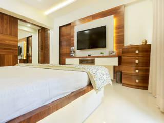 Lakhanis, Mumbai:  Bedroom by Urbane Storey