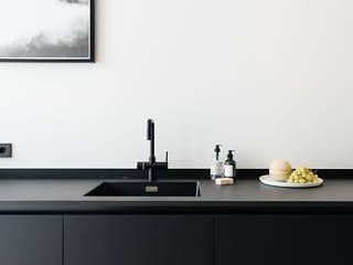 INTERIEUR ONTWERP & VASTGOEDSTYLING   JACOB GILLESSTRAAT TE DEN HAAG:  Keukenblokken door Studio Kustlijn Architecten