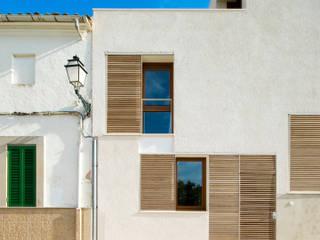 Vivienda unifamiliar entre medianeras: Casas de estilo  de Ripoll-Tizón  estudio de arquitectura