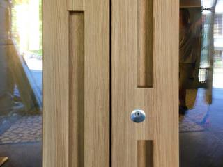 Eingangstüre:  Holztür von Juho Nyberg Architektur GmbH