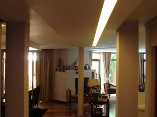 Casa DS Pasillos, vestíbulos y escaleras modernos de Módulo 3 arquitectura Moderno