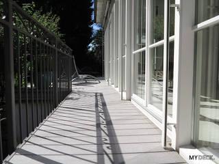 Terrassengestaltung WPC Landhausstil Balkon, Veranda & Terrasse im Landhausstil von MYDECK GmbH Landhaus
