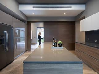 Casas Las Fincas II: Cocinas equipadas de estilo  por VOA Arquitectos