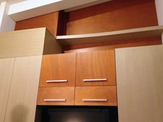 Carpintería: Vestidores y closets de estilo moderno por INTERIORISIMO