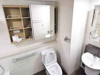 Bathroom refurbishment Islington:  Bathroom by Five Star Builders Islington