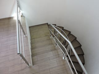 Pasamanos en Acero Inoxidable.: Escaleras de estilo  por La Casa del Diseño
