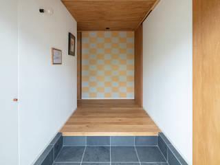 ミネラル オリジナルスタイルの 玄関&廊下&階段 の SQOOL一級建築士事務所 オリジナル