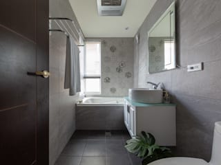 創喜設計 Modern style bathrooms Tiles Grey