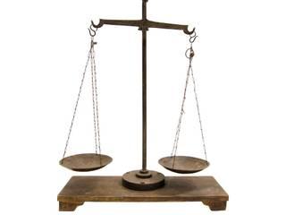 Balanza de hierro antigua:  de estilo  de Conely