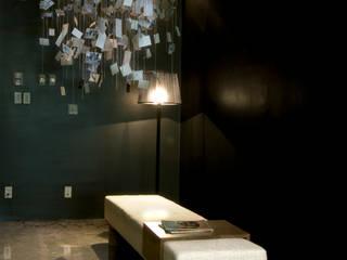 Paola Calzada Arquitectos Pang-industriya na corridors estilo, Pasilyo & Hagdan Concrete Black