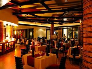Hotel Villa del Palmar: Comedores de estilo  por Facere Arquitectura